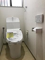 新規交換済みのトイレ。保温・洗浄機能付きです。