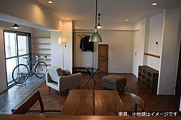 居間(LDK家具配置イメージ(1) ・家具・自転車・小物類はイメージです)