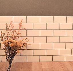 〜タイルプラン例〜リビングの一角にタイル設置、壁紙貼替(同一タイプ)工事費15万(価格に含みません)