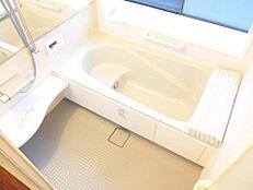 リフォーム済お風呂は1坪サイズのユニットバスに新品交換しました。腰掛けタイプの浴槽なので、半身浴なども楽しめます。
