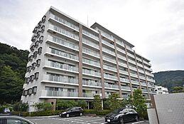 外観 駐車場は、全57戸に対し、平置き101台分有ります。