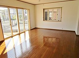 泉南市新家戸建 4LDKの居間