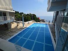 衛生的に管理されております室内プールは夏休み期間の開放となります。