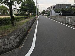 広々とした前面道路です。