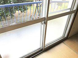 二重窓でセキュリティーや寒さ対策もバッチリです。