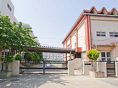 中学校まで520m、第十三中学校520m(徒歩7分)