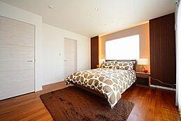 プライベート空間にもラグジュアリーな空間を演出します。オーダーメイド住宅だからこそ叶う、贅沢な寛ぎと感動を実現します。(建物プラン例/建物価格2000万円、建物面積89.26m2)