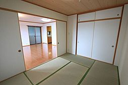 リビングに隣接した和室。襖を開ければ開放感が広がります(2018年4月23日撮影)