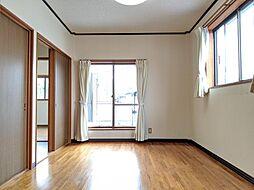 6帖の2室の洋室は、引き戸を開放して一体利用することが可能。