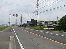 前面道路は直線道路なので見通しも良いです。