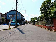 北側道路は6mと幅があるので、車の出し入れもスムーズです。
