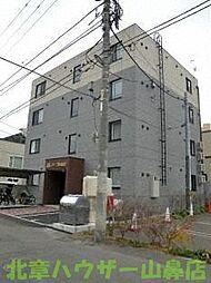 ファミル山鼻[3階]の外観