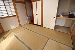 1階6帖和室押入れや仏間などが備わった居室です。独立した居室のためマルチに使用できます。