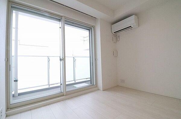 ルヴァン雪谷大塚の優しい色合いの床材を使用した居住空間です。