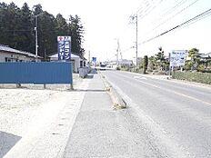 歩道も整備されており、安心してご通行頂けます。