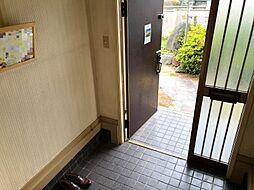 タイル張りの玄関