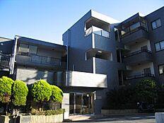 外観:伊豆山の高台に建つリゾートレジデンスマンション「ロイヤルガーデン熱海伊豆山」のご紹介です。