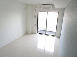 AZUL南森町のコンパクトで使いやすい洋室です