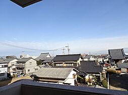 北側バルコニーからの眺望。奥には近くのお寺やヨシヅヤ北テラスも見えますね。(2019年2月15日撮影)