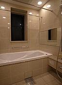 選ばれたものしか入れない、高級感溢れる浴室となっております