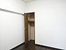 5.1帖洋室収納:各部屋に収納スペースを設けてあるので、収納スペースに困ることはなさそうですね。