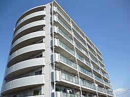 8階建て最上階青空に映える白が印象的な外観の中古マンション