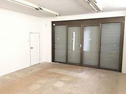 1階多目的スペースです。こちらは土間になっており、店舗・事務所・倉庫などに利用できます