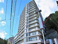 熱海市小嵐町の高台に建つリゾートマンション