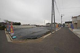 全区画33坪以上・新設道路は5m・開放感のある現地です