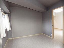 ウエストエンドビルの洋室