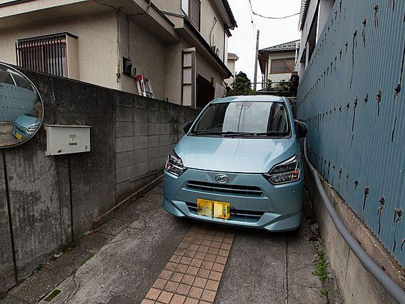 小さな車なら二...