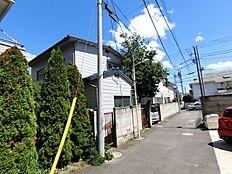 京王線「初台」駅徒歩6分商店街・コンビニ・学校が近くにあります。