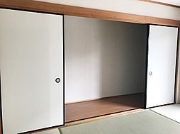 客間に便利な1F6帖和室。収納も豊富で綺麗にお使い頂けます。(3)