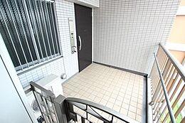 玄関ポーチという空間は居住者にとって嬉しい空間ですね。