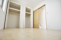 参考例として居室。収納をたっぷりとご用意することもできます。