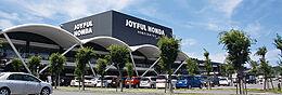 ジョイフル本田瑞穂店まで978m、ホームセンターのほかに、スーパーや飲食店もある総合複合施設です。