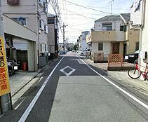 前面道路は幅員6mと広く、開放感もあります。