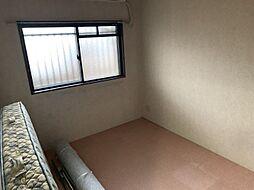 北側お部屋は窓付きです。通気ができるので夏の暑さが苦手な方は寝室に利用してみてはいかがでしょうか。
