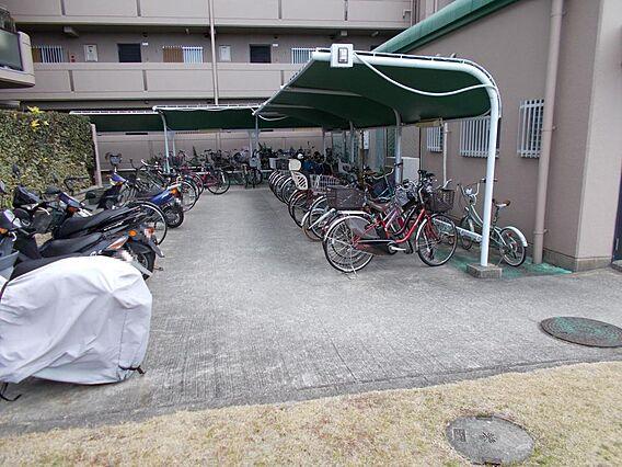 駐輪場に屋根が...