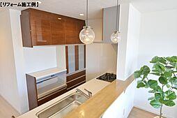 月々1143円(総額400000円、金利1.075%35年)でカップボードはいかがでしょうキッチンと統一感を出せば、高級感をぐっと演出できます。
