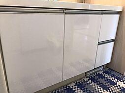 洗面化粧台には大容量の収納がついているため、とても便利ですね