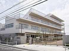 足立区立鹿浜五色桜小学校 距離780m