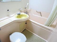 3点式ユニットバスです。お掃除の時間以外は温泉大浴場が利用出来ますので、是非そちらをご利用ください。