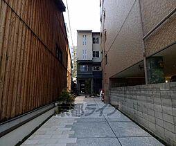 京都府京都市下京区新町通綾小路下る船鉾町の賃貸マンションの外観