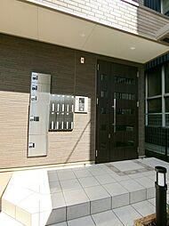ラ・ルーチェの玄関オートロックに宅配ボックス付き