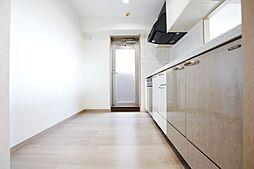 対面式キッチン。リフォーム済。収納スペースも多いです。