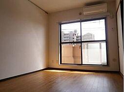 カサベルデUの洋室