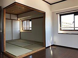 和室の襖を開けるとリビングと繋がって使いやすくなります
