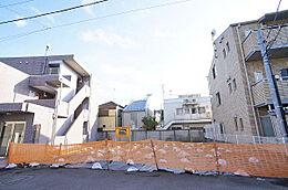 現地(H29.12撮影)/小田急線、東京メトロ千代田線「代々木上原」駅より徒歩7分、現地周辺は閑静な住環境です。