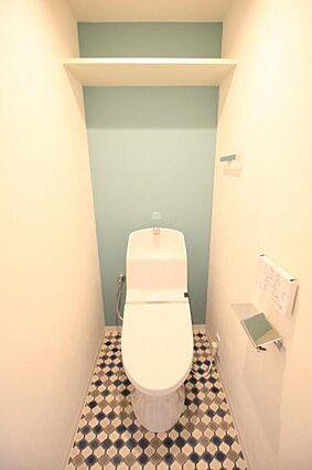 トイレ真っ白だ...